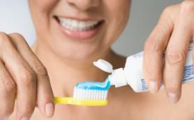 Чтобы не заработать инсульт, нужно перестать чистить зубы, умываться и красить губы ОднаКнопка