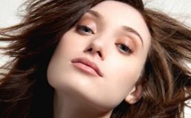 Алкоголь эффективно укрепляет волосы