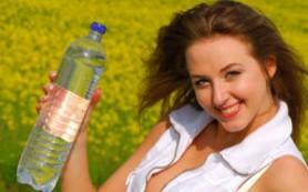 Стакан воды во время беременности избавит от депрессии