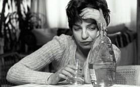 Россияне впадают в депрессию и лечат ее едой и алкоголем