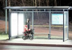 Яркие лампы на остановках общественного транспорта спасут от сезонной депрессии