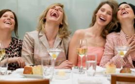 Бокал вина после работы приводит к алкоголизму