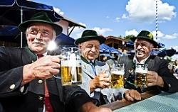 Умеренно выпивающие люди, на самом деле, пьют больше