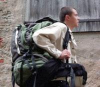 Рюкзак за плечами может частично парализовать руки и пальцы