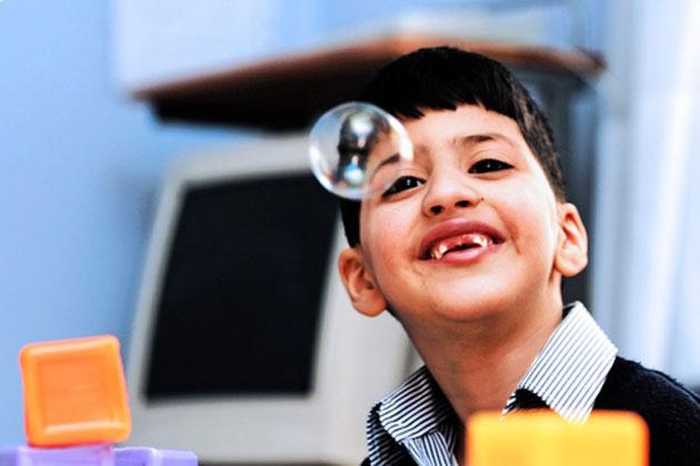 Аутизм и проблемы пищеварения могут совместно вызывать особенности поведения у детей