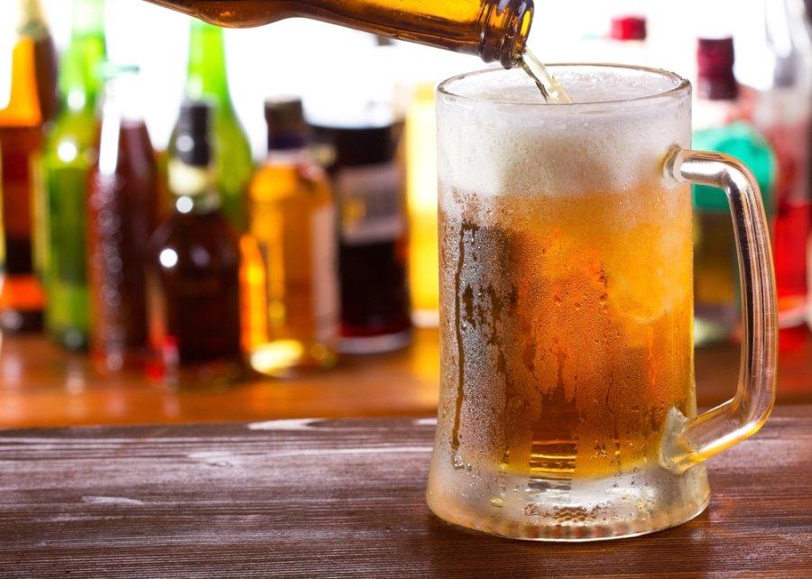 Посиделки с друзьями в баре улучшают психическое состояние мужчины