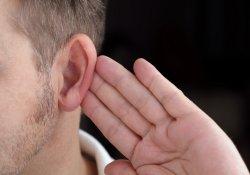 Возрастные изменения: чтобы сберечь интеллект, нужно беречь слух