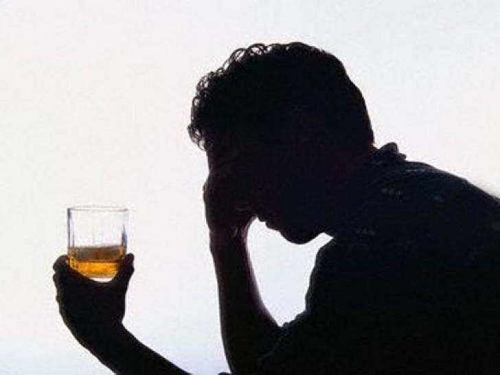 Новый метод лечения алкоголизма – обучение пьяниц самогоноварению