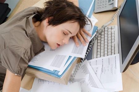 Депрессия у офисных работников: причины, последствия и способы решения проблемы