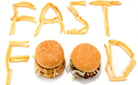 Гамбургеры и пирожные способны вызвать депрессию