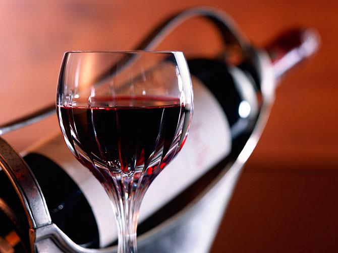 Медики: умеренное потребление вина полезно для пожилых людей