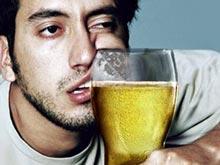 Эксперт обосновал пользу «лечения» похмелья спиртным