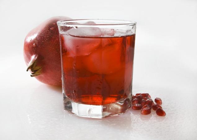 Снизить стресс и стимулировать работоспособность может гранатовый сок