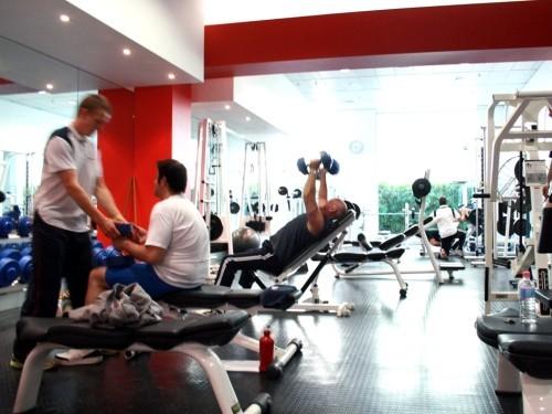 Ученые нашли связь между тягой к алкоголю и походами в спортзал