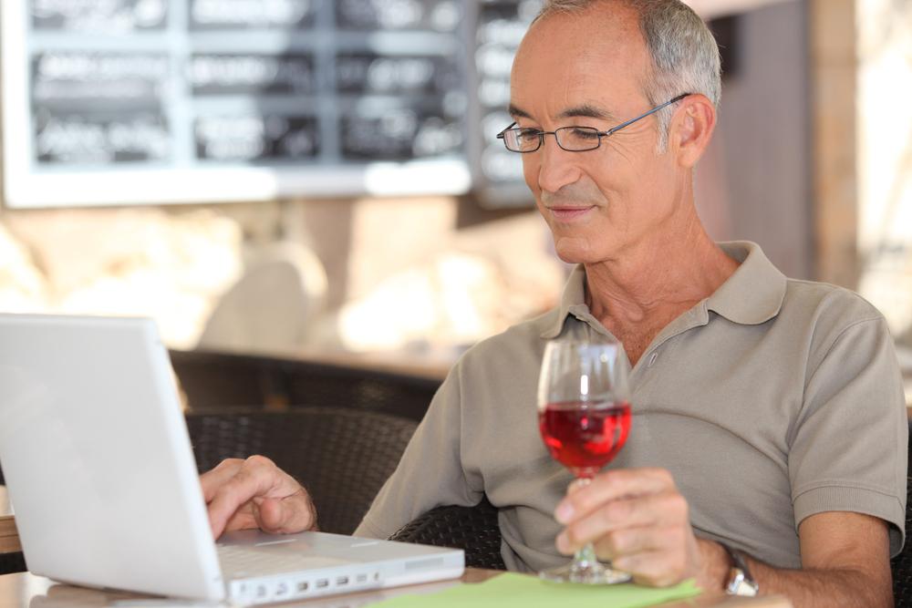 Алкоголь в малых дозах помогает в работе – ученые