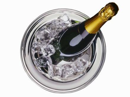 Шампанское и ликеры наиболее вредны для здоровья