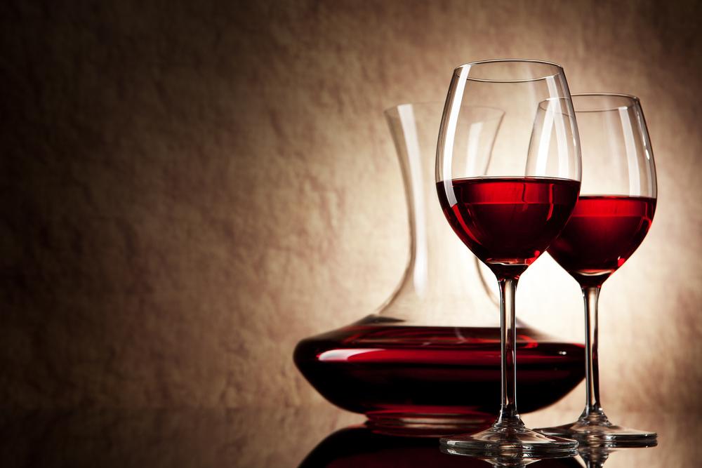 Бокал вина равен по вредности трем рюмкам водки