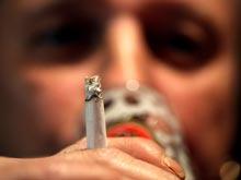 Курильщикам, злоупотребляющим алкоголем, сложнее отказаться от вредной привычки