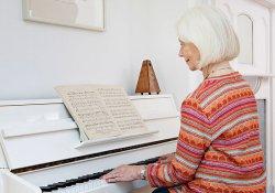 Для пенсионеров уроки музыки – и эстетическое наслаждение, и польза здоровью