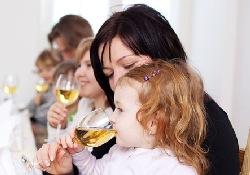 Глоток вина в детском возрасте впоследствии грозит алкоголизмом