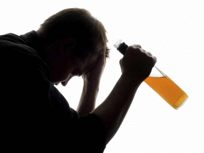 Алкогольная зависимость: как распознать и победить