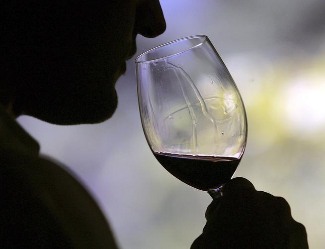 Употребление алкоголя и курение ускоряют процесс старения мозга