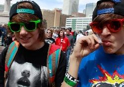 Подростки, увлекающиеся марихуаной, останутся на всю жизнь «коротышками»