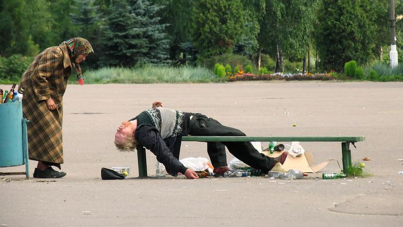 Смертность в России увеличилась из-за алкоголизма молодых людей