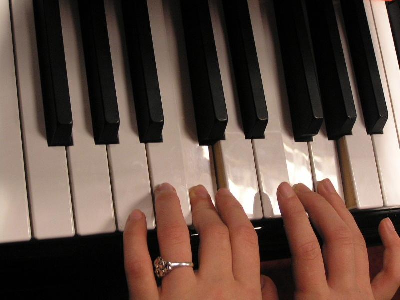 Занятия музыкой улучшают работу мозга
