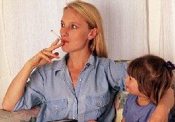 Молодые матери, бывшие курильщицы, возвращаются к вредной привычке из-за стресса