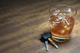Даже легкое алкогольное опьянение резко ухудшает внимание водителя за рулем