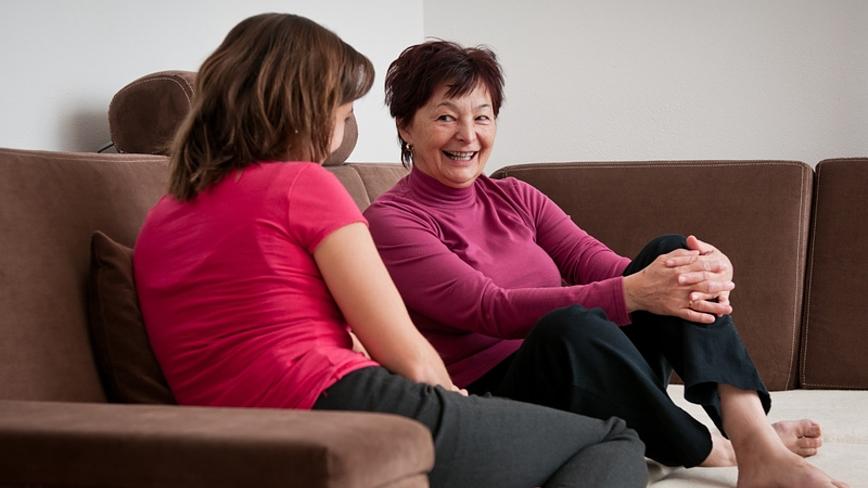 Дефицит личного общения с близкими удваивает риск депрессии у пожилых