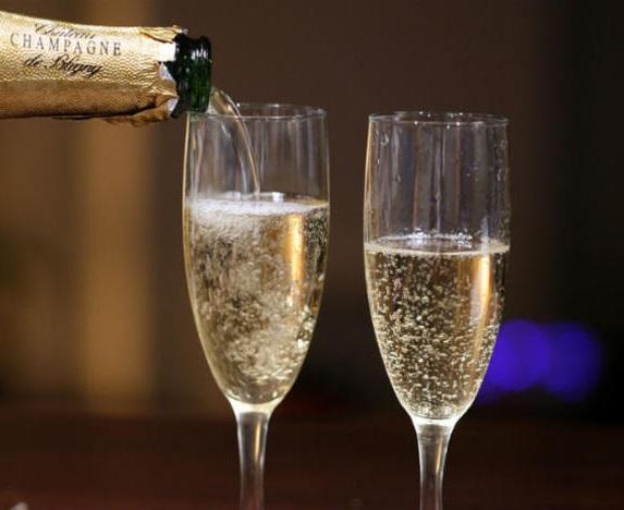 Шампанское помогает в профилактике деменции