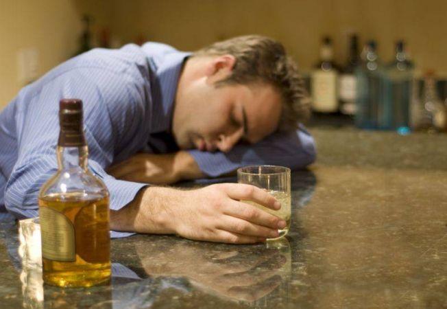 Свет помогает справиться с алкогольной зависимостью