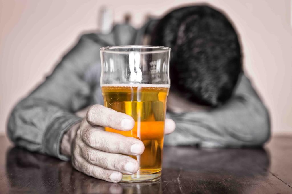 Заболеваемость алкоголизмом повышена среди трудоголиков