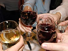 Алкоголь позволяет кишечным бактериям проникать в печень, показало исследование