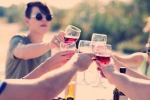 Переносимость алкоголя зависит от возраста человека
