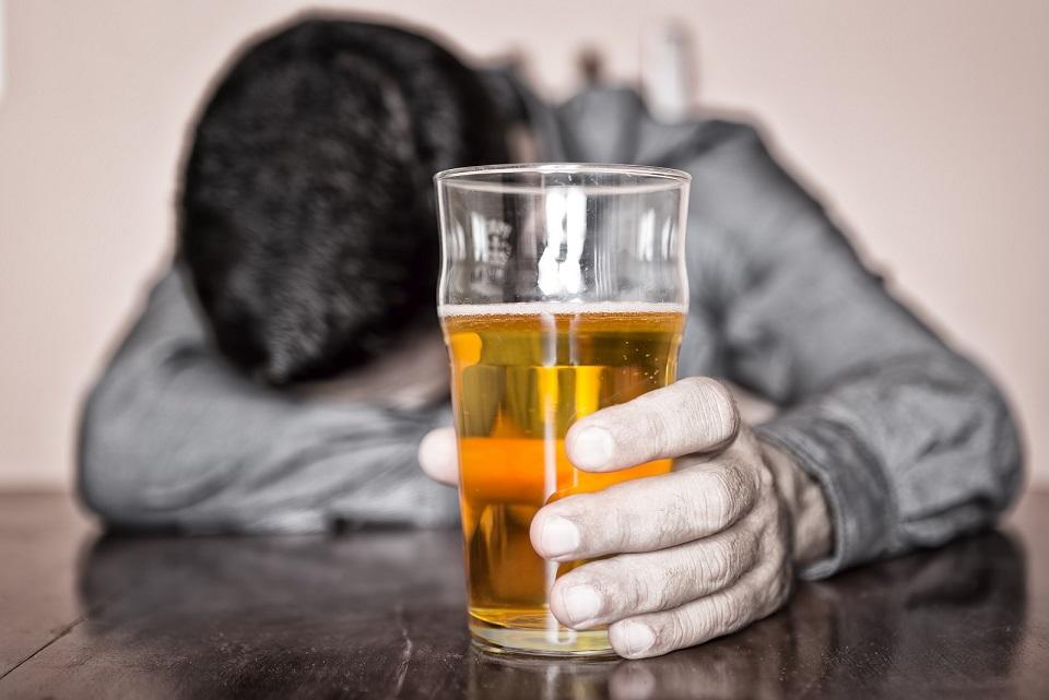 Алкоголь изменяет структуру мозга