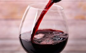 Красное вино в умеренных дозах может предотвращать болезнь Альцгеймера
