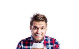 Назван алкогольный напиток, который поможет избавиться от головной боли