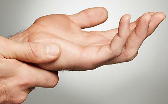Почему возникает онемение пальцев и что с ним делать?