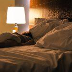 Ученые объяснили, как связаны сон при свете и депрессия