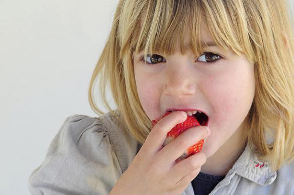 СМИ: из-за немытых фруктов в мозг вселяются паразиты