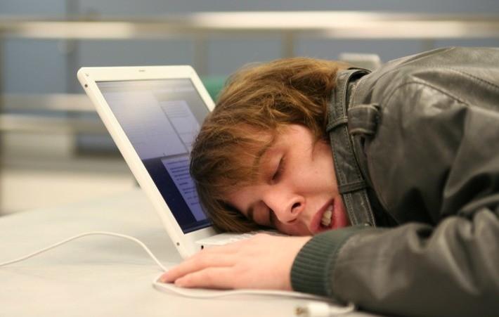 Нейробиологи: мозг не может учиться во сне