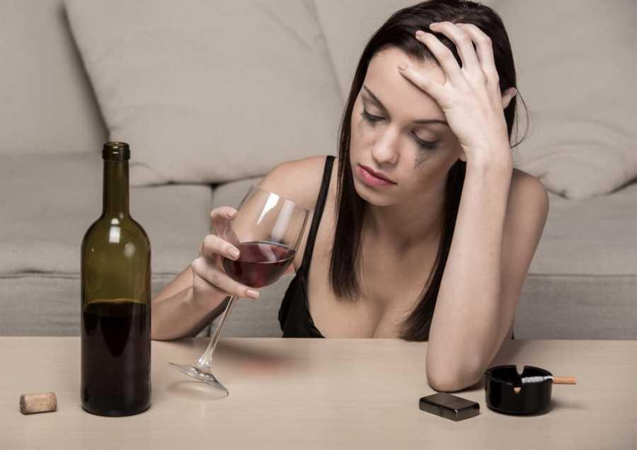 «Не стоит топить алкоголем». Осенняя депрессия и как с ней бороться