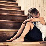 Стресс в детстве очень опасен и приводит к серьезной болезни в будущем, предупреждают врачи