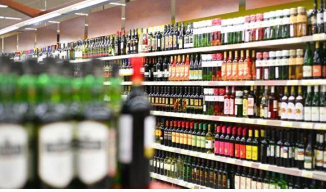 Врач поведал, с каких напитков начинается женский алкоголизм