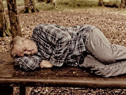 Сонливость у пожилых людей может быть симптомом болезни
