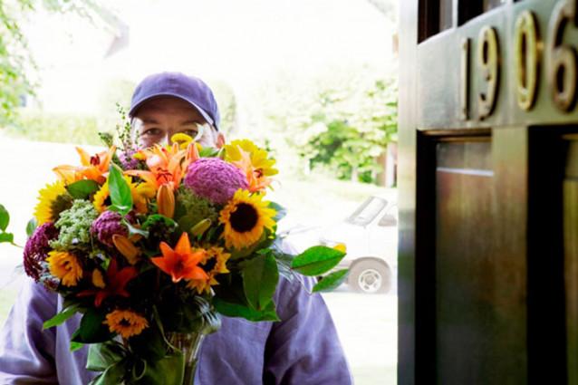 Наша доставка цветов в Хабаровске работает без выходных и праздников