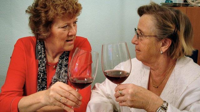 Алкоголь: 5 случаев, когда он полезен для женского здоровья (в малых дозах!)